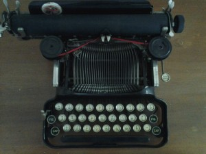 typewriter_oldfashioned_type