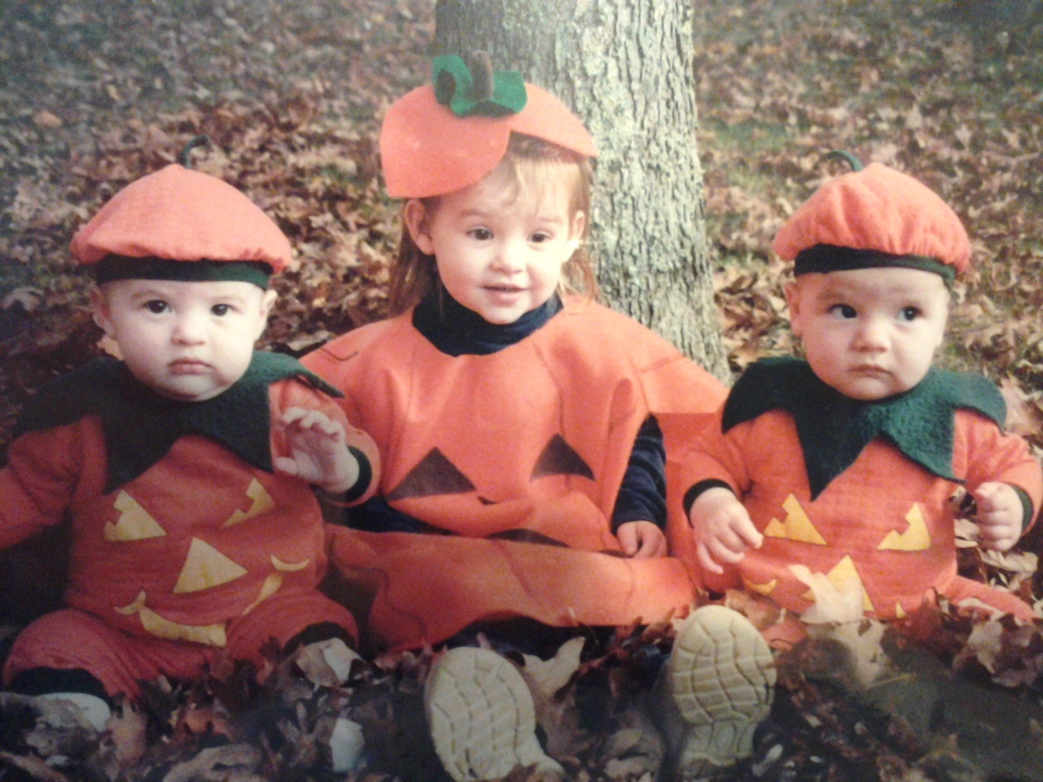 pumpkin_costume_twins